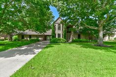 FOR SALE!! MLS #: 77601746 5335 Westerdale Dr. Fulshear, Tx 77441 Contact us for more information at: (832) 456-6335 info@cgrealtors.net www.CGRealtors.net