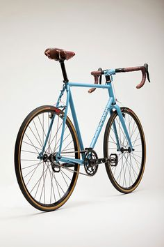 The Horse Brand Co store veritably bursts at the seams with an array of high-quality US-made bikes, apparel and accessories — all selected by Mr. Thomas Callahan. Thomas is the builder of the bikes, knife-maker and designer of a catalogue… Read more »