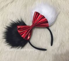 Cruella deville Inspired Minnie ears by Disneysbowtique on Etsy.for being SO simple these ears look fantastic! Disney Diy, Diy Disney Ears, Disney Mouse Ears, Disney Bows, Disney Crafts, Disney Outfits, Disney 2017, Disney Babies, Disney Clothes