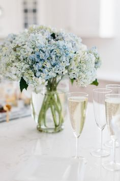 Photography: Erin McGinn - erinmcginn.com  Read More: http://www.stylemepretty.com/living/2015/04/01/10-tips-for-an-effortless-yet-elegant-cocktail-party/