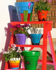 I should start painting pots again Painted Clay Pots, Painted Flower Pots, Clay Pot Crafts, Diy Crafts, Modern Plant Stand, Plant Stands, Pot Jardin, Garden Crafts, Yard Art
