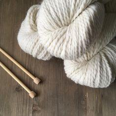 Estas nubes de alpaca estarán disponibles muy pronto y con ganas de convertirse en cuellos gruesos mantas para bebés o cualquier otra cosa que se te ocurra... . #lana #lanas #yarn #wool #alpaca #puralana #purewool #ohlanas #yarnshop #tiendadelanas #yarnstagram #knit #knitlife #knitting #punto #tricot #ganchillo #crochet