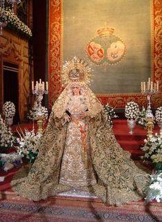 Virgen de la Esperanza Macarena en su besamanos.