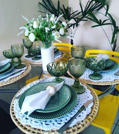 Dining Ware, Dinning Table, Coffee Table Kitchen, Gold Bedroom Decor, Crochet Placemats, Table Setting Inspiration, Dinner Plate Sets, Table Arrangements, Food Themes