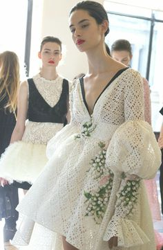 Giambattista Valli Fall 2017 Couture Fashion Show Backstage - The Impression Fashion Week, Look Fashion, Fashion Details, Fashion Art, Editorial Fashion, High Fashion, Fashion Show, Fashion Design, Classy Fashion