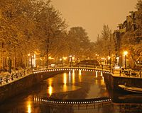 Beleef een geweldige dag in Amsterdam met vrienden, familie of collega's. Bijvoorbeeld met het Walking Winter Diner/.