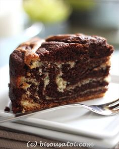 Bisous À Toi: Rich Marble Chocolate Cake (note to self: double recipe for full round cake/ add tsp of baking powder) Marble Cake Recipes, Dessert Recipes, Cupcake Recipes, Cake Cookies, Cupcake Cakes, Fruit Cakes, Cupcakes, Marbel Cake, Chocolate Marble Cake