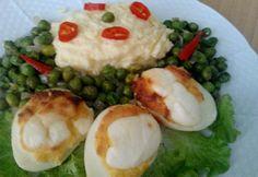 Sült töltött tojás párolt borsóval Grains, Chicken, Food, Essen, Meals, Seeds, Yemek, Eten, Korn