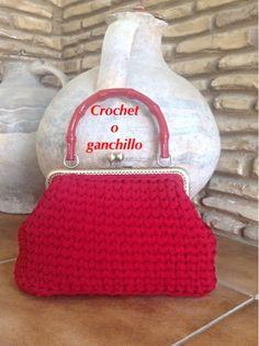 Crochet o ganchillo: BOLSO DE TRAPILLO RED CON BOQUILLA Crochet World, Knit Crochet, Crochet Hats, Crocheted Bags, Crochet Designs, Crochet Patterns, Handmade Bags, Your Favorite, Purses