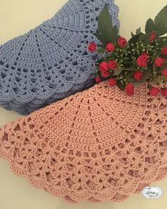 new ideas crochet christmas tree blanket link Crochet Lace Collar, Crochet Lace Dress, Crochet Poncho, Crochet Baby Hats, Crochet Gifts, Baby Blanket Crochet, Crochet Doilies, Easy Crochet, Crochet Flowers