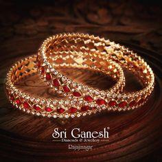 Plain Gold Bangles, Ruby Bangles, Gold Bangles Design, Gold Jewellery Design, Diamond Bangle, Diamond Jewelry, Antic Jewellery, Gold Jewelry Simple, Gold Designs