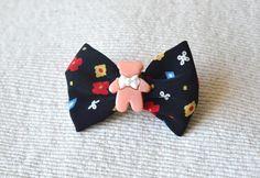 Mini brooch pin for kids.