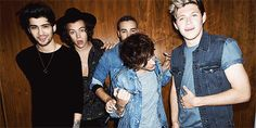 Cool gif - FOUR photo shoot (Lilo are adorable!)