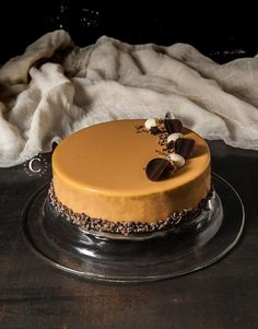 The perfect combination of flavors: Bayles caramel and chocolate. A stunning and gorgeous dessert for Xmas time. Fancy Desserts, Fancy Cakes, Sweet Desserts, Delicious Desserts, Baileys Torte, Entremet Recipe, Blog Patisserie, Low Carb Brasil, Cake Recipes