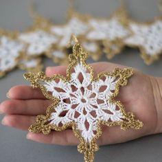Decoración para Tiendas en Navidad | Los copos de nieve de ganchillo oro blanco por SevisMagicalStitches