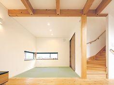 リビングと続き間の和室。窓のサイズと天井高を抑えて、モダンな和室に仕上げました。