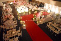Fundado em 1960, o Clube Português de Niterói é um espaço amplo e requintado no qual vocês se sentirão cômodos para viver o dia do casamento como sempre idealizaram. Oferecendo um serviço experiente e de excelência, o local conta com uma estrutura de