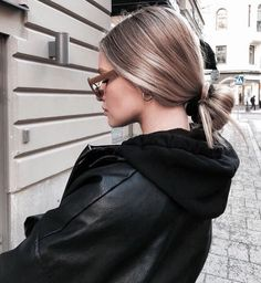 Low ponytail hairstyles are always stylish 🦄💜 Low Ponytail Hairstyles, Latest Hairstyles, Amazing Hairstyles, Laura Lee, Hair Inspo, Hair Inspiration, Girls Short Haircuts, Insta Look, Models