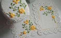 Crochet Flower Patterns, Crochet Flowers, Filet Crochet, Knit Crochet, Bathroom Sets, Handmade Art, Doilies, Stencils, Embroidery