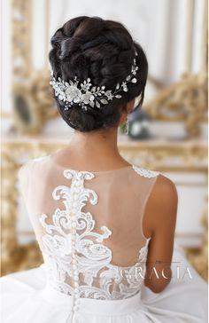 CHRYSANTHE Pearl Flower Wedding Headband With Crystals by TopGracia    #topgraciawedding #bridalhair #bridalhairflowers #weddingheadpiece #bridalheadpiece #rhinestoneheadpiece #promheadpiece