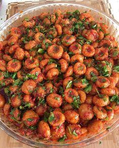 Sizin yörede bu yemeğin adı nedir ? . .  MALZEMELER 2 su bardağı köftelik ince bulgur 1 su bardağı irmik 3 yemek kaşığı un 1 yumurta 1… Kung Pao Chicken, Iftar, Sprouts, Bulgur, Beans, Ramazan, Vegetables, Su, Ethnic Recipes