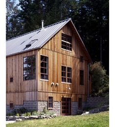 C Vermont Bank Barn turned into a house; this is how I imagine the new house turning out. Modern Barn, Modern Farmhouse, Vernacular Architecture, Architecture Design, Cabana, Barn Apartment, Barn Renovation, Barn Living, Cedar Siding
