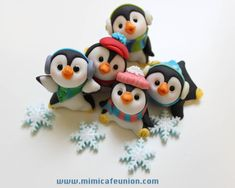 mimicafe union how can do penguins Fondant Figures, Clay Figures, Christmas Themes, Christmas Ornaments, Holiday Decor, 1 Birthday, Penguin Party, Gum Paste, Cupcake Toppers