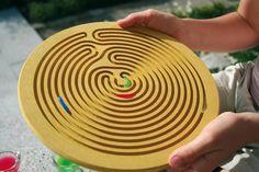 Een ontzettend mooi labyrinth om een waterdruppel in te laten bewegen. De eenvoud maakt het bijzonder!