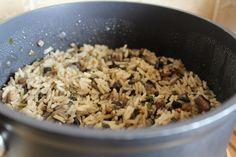 Reteta culinara Orez cu ciuperci din categoriile Mancaruri cu legume si zarzavaturi, Retete de post, Retete vegetariene. Cum sa faci Orez cu ciuperci Bob Lung, Grains, Curry, Rice, Curries, Seeds, Laughter, Jim Rice, Korn