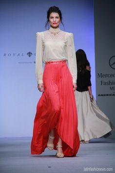 El color rojo coral es uno de los más hot para la primavera 2013, como lo vimos en el desfile de @RoyalCloset1 @Montserrat33 en @FashionWeekmx #amexfashion cc @educorderov