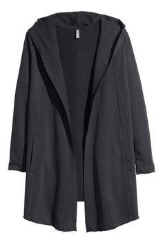 Casaco com capuz: Casaco sem botões em tecido moletão com capuz forrado a jersey, bolsos laterais e bainhas sem acabamento.