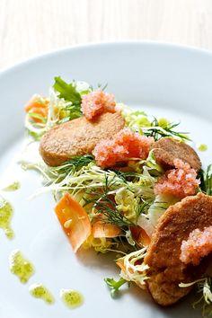 Salat med kogt torskerogn, stenbiderrogn, fennikel og gulerod