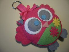 cute Owlet -felt and thread; obviamente amigo