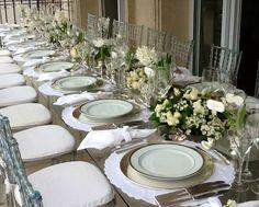 Mesa posta batizado. Flores brancas. Decoração Suva e Kike produções e eventos.