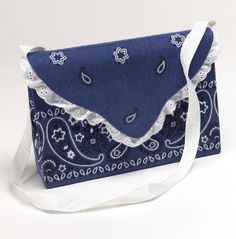 There is not another pattern more signature of summer than the paisley pattern of a bandana. The True Blue Bandana Purse is easy to make and it will be sure to compliment any summer outfit that you can throw together. Mod Podge Crafts, Sewing Crafts, Sewing Projects, Craft Projects, Craft Ideas, Bandana Crafts, Bandana Ideas, Crafts With Bandanas, Bandana Styles
