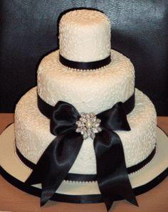 Pearl Wedding Cake!! I love pearls :)