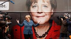 German Chancellor Angela Merkel and leader of the Christian Democratic Union party CDU stands in front of her election campaign tour bus before a CDU board meeting in Berlin September (foto - Reuters) Most Powerful, Powerful Women, Berlin, Economic Problems, World Economic Forum, Chemist, Citizenship, Democratic Party, Explain Why