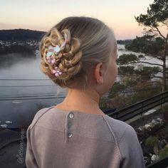 Braided Rosette Updo For Girls Cute Curly Hairstyles, Easy Hairstyles For School, Little Girl Hairstyles, Braided Hairstyles, Hairstyle Ideas, Messy Hairstyle, Drawing Hairstyles, Teenage Hairstyles, Hairstyles Pictures
