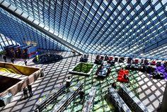 自然の光を大胆に取り入れたシアトル中央図書館(USA)