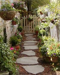 Beautiful (and affordable) DIY garden paths that you can build in a weekend, without breaking the bank or your back, to spruce up your yard. Here are our favorite walkway ideas for your landscape. Flagstone Path, Stone Walkway, Garden Gates, Garden Art, Stepping Stone Paths, English Garden Design, Outdoor Walkway, Palette, Garden Route
