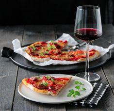 PIZZA MED CHORIZO, PAPRIKA OG CHILI Chorizo, Bruschetta, Mozzarella, Chili, Nom Nom, Recipies, Food Porn, Pizza, Menu
