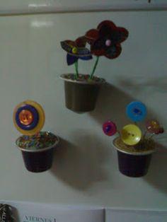 magnet : Fleurs dans des capsules de nespresso