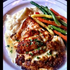 This looks delicious! Grouper stuffed with crab, cheese and bacon served with mashed potatoes and seasonal vegetables. Grouper Recipes, Fish Recipes, Seafood Recipes, Bahamian Food, Island Food, Vegetable Seasoning, Fish And Seafood, Dinner Tonight, Tasty Dishes