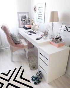 31 White Home Office Ideas To Make Your Life Easier; home office idea;Home Office Organization Tips; chic home office. Source by liatsybeauty Cozy Home Office, Home Office Space, Home Office Design, Home Office Decor, Office Designs, Office Spaces, Pink Office Decor, Work Spaces, At Home Office Ideas