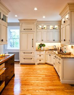 display cabinets at ceiling  traditional kitchen by Karr Bick Kitchen and Bath