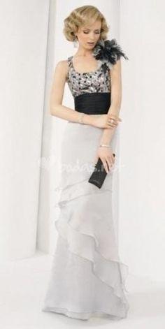 Vestidos largos para madrinas de boda 2012  http://vestidoparafiesta.com/vestidos-largos-para-madrinas-de-boda-2012/