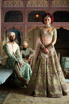 Find top trending and unique Sabyasachi Lehenga Designs for your dream bridal look. Best bridal lehenga designs by Sabyasachi for 2020 weddings. Sabyasachi Lehenga Cost, Brocade Lehenga, Banarasi Lehenga, Green Lehenga, Sabyasachi Bridal Collection, Lehenga Collection, Lehenga Designs, Kurta Designs, Mehndi Designs