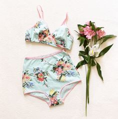 Tropical Triangle Hipster Set