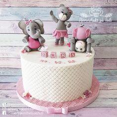 Gratulerer  så mye med dåpsdagen til Alma og familien 🌸 <3 . . . #dåpskake #norge #dåpskakejente #fondantcake #cakeofinstagram #baptism #christeningcake #fondantmodelling #gumpasteflowers #monday #lovecakes #cakeinspiration #Norway Gum Paste Flowers, Birthday Cake, Desserts, Food, Tailgate Desserts, Birthday Cakes, Deserts, Eten, Postres