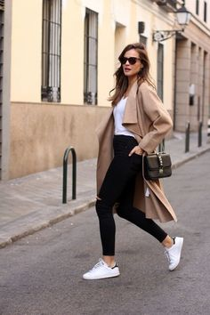 beige trench coat, white top, black jeans, white trainers
